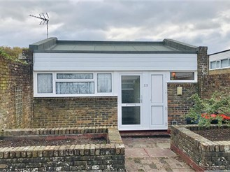 1 bedroom bungalow in Furnace Green, Crawley