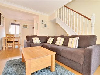 2 bedroom end of terrace house in Dorking