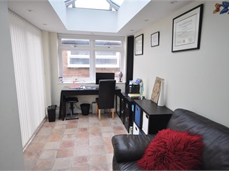 3 bedroom semi-detached house in Horsham
