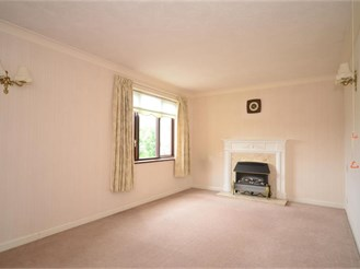 2 bedroom second floor apartment in Pulborough
