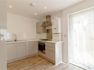1 bed first floor apartment in Kenley