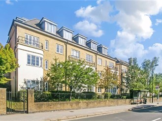2 bedroom ground floor retirement flat in Purley