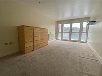 2 bedroom fourth floor apartment in Purley
