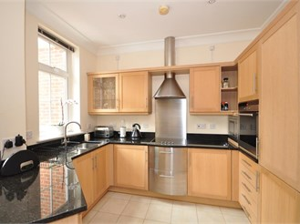 2 bedroom first floor apartment in Reigate