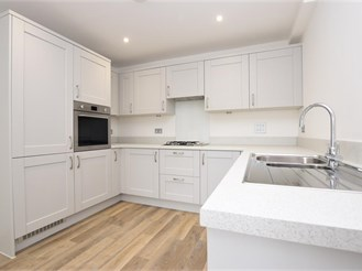 3 bedroom terraced house in Reigate