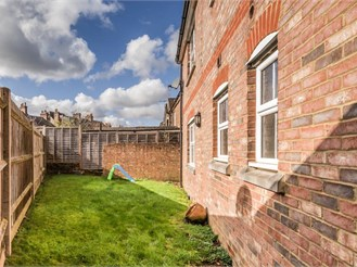 2 bed first floor maisonette in Reigate