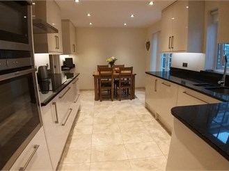 4 bedroom semi-detached house in Southwater, Horsham