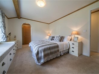 2 bed park home in Brooks Green, Horsham