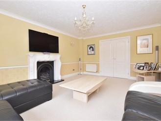 5 bedroom detached house in Southwater, Horsham