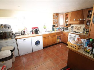 5 bedroom end of terrace house in Sutton