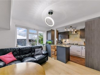2 bedroom ground floor maisonette in Sutton