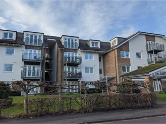 1 bed top floor flat in Haywards Heath