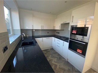 2 bed terraced house in Merstham, Redhill