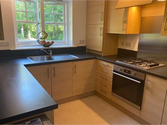 2 bed ground floor apartment in Guildford