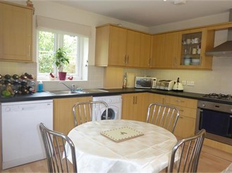2 bed ground floor maisonette in Shere, Guildford