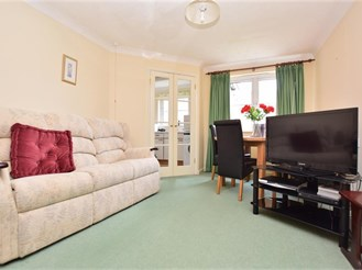 1 bedroom top floor retirement flat in Caterham