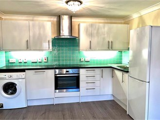 1 bed first floor flat in Whyteleafe
