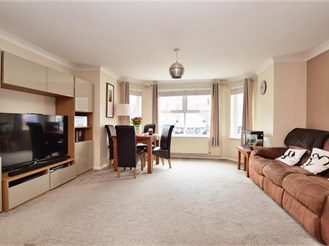 2 bed ground floor apartment in Kenley