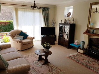 3 bedroom detached bungalow in Telscombe Cliffs, Peacehaven