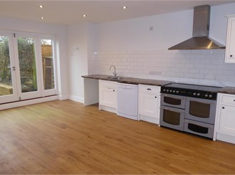 3 bed semi-detached house in Chichester