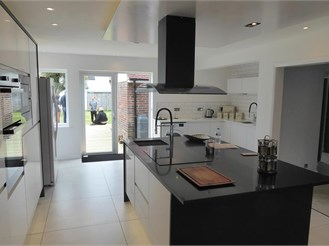 4 bedroom detached house in Worthing