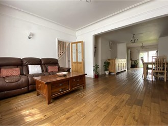 5 bedroom end of terrace house in Ilford