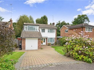 4 bed detached house in Reigate