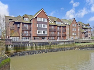 3 bedroom second floor retirement flat in Arundel
