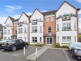 2 bedroom ground floor apartment in Kenley