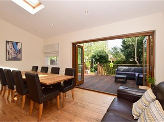 6 bedroom semi-detached house in Sutton