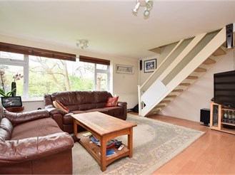 2 bedroom top floor maisonette in Horsham