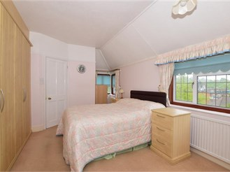 4 bedroom detached house in Purley