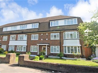 2 bedroom second floor flat in South Sutton