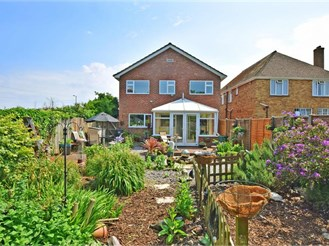 4 bedroom detached house in Hayling Island