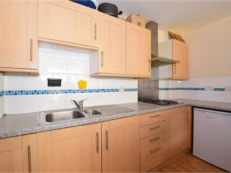 2 bedroom end of terrace house in Wallington