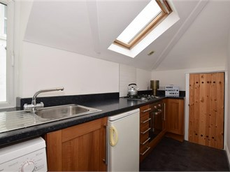 2 bedroom top floor apartment in Wallington