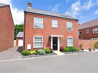 4 bedroom detached house in Hambrook, Chichester