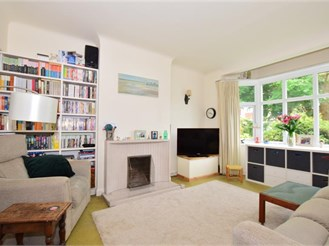3 bedroom semi-detached house in Banstead