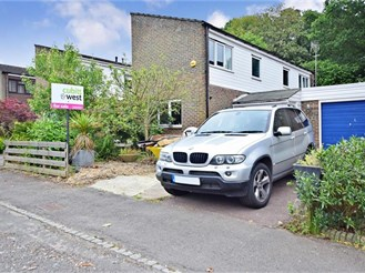 3 bedroom link-detached house in Southgate, Crawley