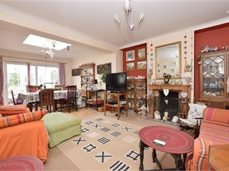 3 bedroom semi-detached house in Goring-By-Sea, Worthing