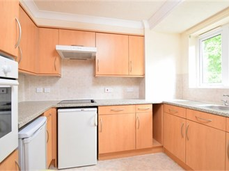 1 bedroom first floor retirement flat in Sutton