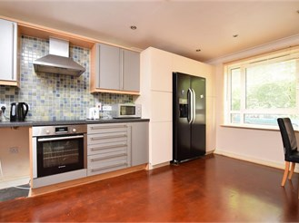 2 bedroom ground floor apartment in Sutton