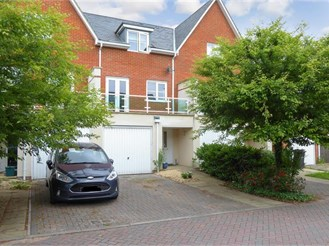 4 bedroom terraced house in Redhill