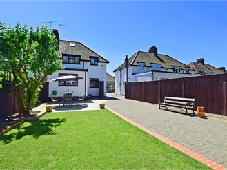 3 bedroom semi-detached house in Bromley
