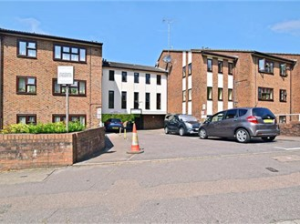 1 bedroom first floor retirement flat in Caterham