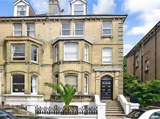 1 bedroom top floor flat in Hove
