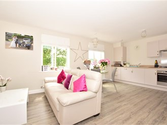 2 bedroom first floor apartment in Forge, Wood Crawley