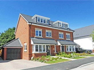 3 bedroom semi-detached house in Storrington