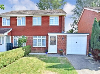 2 bedroom semi-detached house in Southwater, Horsham