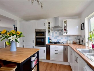 4 bedroom detached bungalow in Hildenborough, Tonbridge